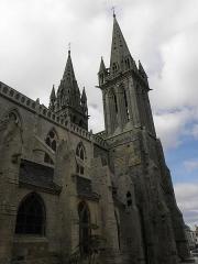 Ancienne cathédrale Saint-Paul-Aurélien - Français:   Clochers et flanc nord e la nef de la cathédrale Saint-Paul-Aurélien de Saint-Pol-de-Léon (29).