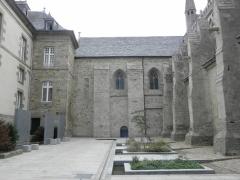 Ancienne cathédrale Saint-Paul-Aurélien - Français:   Mur ouest du transept nord et flanc de la nef de la cathédrale Saint-Paul-Aurélien de Saint-Pol-de-Léon (29).