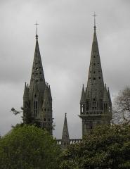 Ancienne cathédrale Saint-Paul-Aurélien - Français:   Vue orientale des tours de la cathédrale Saint-Paul-Aurélien de Saint-Paul de Léon (29).