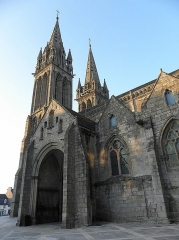 Ancienne cathédrale Saint-Paul-Aurélien - Français:   Clochers et porche sud de la façade sud de la cathédrale Saint-Pol-Aurélien en Saint-Pol-de-Léon (29).