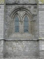 Ancienne cathédrale Saint-Paul-Aurélien - Français:   Fenêtre de la première travée sud du collatéral sud de la nef de la cathédrale Saint-Pol-Aurélien en Saint-Pol-de-Léon (29).