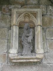 Fontaine dite de la Gloire - Français:   Vierge à l\'Enfant de la fontaine de la Gloire en Saint-Pol-de-Léon (29).