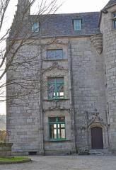 Manoir de Kéroulas - Français:   Côté principal du manoir de Kéroulas à Saint-Pol-de-Léon.