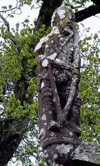 Chapelle Saint-Sébastien, arc de triomphe, calvaire et placître - Deutsch: Saint-Segal (Bretagne, Finistere) Kapelle des Heiligen Sebastian, Calvaire: Bogenschütze