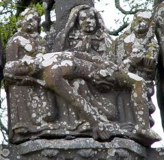 Chapelle Saint-Sébastien, arc de triomphe, calvaire et placître - Deutsch: Saint Segal (Bretagne, Finistere) Saint Sebastien, Calvaire: Pieta