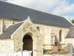 Eglise Notre-Dame-de-Pitié - Français:   Tréguennec: église paroissiale Notre-Dame de Pitié, porche et bas-côté sud