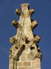 Eglise Saint-Marse - Façade sud de l'église Saint-Marse de Bais (35). Contrefort séparant les troisième et quatrième chapelles. Pinacle.
