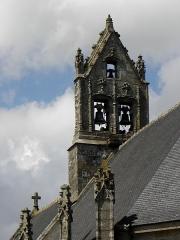 Eglise Notre-Dame - Extérieur de l'église Notre-Dame-de-Toutes-Joies de Broualan (35). Clocher-peigne vu du chevet coté méridional.