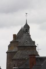 Château, actuellement mairie - Sommets de la tour de l'horloge et du donjon du Châteaugiron.