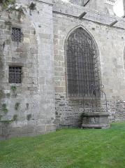 Ancienne cathédrale Saint-Samson - Puits extérieur de la cathédrale Saint-Samson de Dol-de-Bretagne (35).