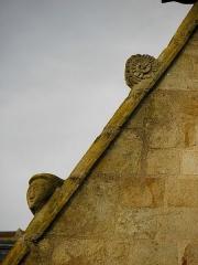 Eglise Saint-Melaine - Façade sud de l'église Saint-Melaine de Domalain (35). 2ème chapelle. Pignon. Rampant gauche. Détail. Partie haute.