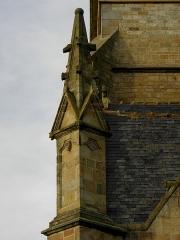 Eglise Saint-Melaine - Façade sud de l'église Saint-Melaine de Domalain (35). 1er contrefort. Pinacle.