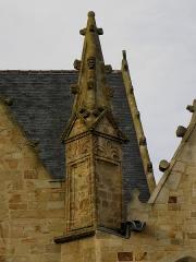 Eglise Saint-Melaine - Façade sud de l'église Saint-Melaine de Domalain (35). 7ème contrefort. Pinacle.
