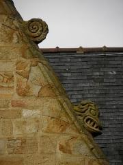 Eglise Saint-Melaine - Façade sud de l'église Saint-Melaine de Domalain (35). 5ème chapelle. Pignon. Rampant droit. Détail. Partie haute.