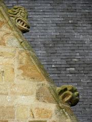 Eglise Saint-Melaine - Façade sud de l'église Saint-Melaine de Domalain (35). 5ème chapelle. Pignon. Rampant droit. Détail. Partie basse.