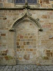 Eglise Saint-Melaine - Français:   Façade sud de l\'église Saint-Melaine de Domalain (35). 5ème chapelle. Porte murée.