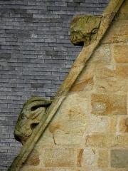 Eglise Saint-Melaine - Façade sud de l'église Saint-Melaine de Domalain (35). 5ème chapelle. Pignon. Rampant gauche. Détail. Partie basse.