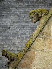 Eglise Saint-Melaine - Français:   Façade sud de l\'église Saint-Melaine de Domalain (35). 3ème chapelle. Pignon. Rampant gauche. Détail. Partie basse.