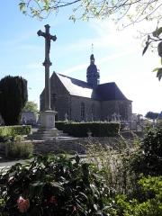 Eglise Saint-Martin - Église Saint-Martin de Fleurigné (35). Façade ouest et flanc sud.