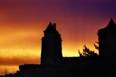 Château - Autore rougoyante sur les tours du château de Fougères en Bretagne Ille-et-Vilaine