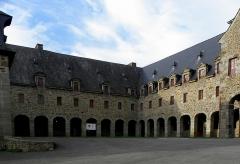 Ancien couvent des Religieuses Urbanistes - Couvent des Clarisses Urbanistes de Fougères (35). Cloître.