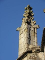 Eglise Saint-Sulpice - 1er contrefort de la façade nord de l'église Saint-Sulpice de Fougères (35). Pyramidion du pinacle.