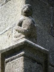 Eglise Saint-Sulpice - Façade sud de l'église Saint-Sulpice de Fougères (35). Élément sculpté du 4ème contrefort.