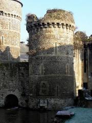 Anciens remparts Sud et Ouest - Tour de Plesguen de la Porte Notre-Dame à Fougères (35).