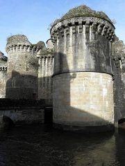 Anciens remparts Sud et Ouest - La Porte Notre-Dame à Fougères (35), entre les tours de Plesguen et de La Trémoille.