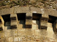 Anciens remparts Sud et Ouest - Tour de Plesguen de la Porte Notre-Dame à Fougères (35). Mâchicoulis.