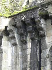 Anciens remparts Sud et Ouest - Mâchicoulis de la Porte Notre-Dame à Fougères (35).
