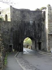 Anciens remparts Sud et Ouest - Revers de la Porte Notre-Dame à Fougères (35).