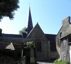 Eglise Saint-Exupère - Église Saint-Exupère de Gahard (35). Clocher et croisillon gauche.