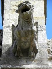 Eglise Saint-Sulpice - Façade sud de l'église Saint-Sulpice de Gennes-sur-Seiche (35). Élément sculpté. Gargouille du contrefort entre les 2ème et 3ème chapelles.