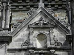 Eglise Saint-Sulpice - Façade ouest de l'église Saint-Sulpice de Gennes-sur-Seiche (35). Pignon du porche.