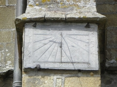Eglise Notre-Dame - Cadran solaire ornant le 4ème contrefort du collatéral sud de la basilique Notre-Dame-de-l'Assomption de La Guerche-de-Bretagne (35).