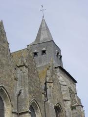 Eglise Notre-Dame - Tour-clocher romane et pignons des 4ème, 5ème et 6ème chapelles du collatéral sud de la basilique Notre-Dame-de-l'Assomption de La Guerche-de-Bretagne (35).