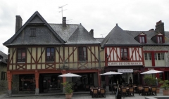 Maison - Français:   Maisons aux 8-10 rue d\'Anjou à La Guerche-de-Bretagne (35).