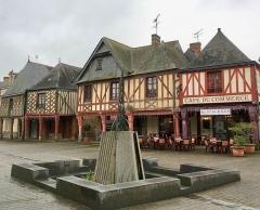 Maison - Français:   Maisons à pans de bois
