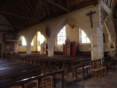 Eglise Saint-Patern - Intérieur de l'église Saint-Patern de Louvigné-de-Bais (35). Croisillon et costale nord de la nef vus du transept sud.