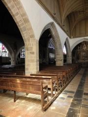 Eglise Saint-Patern - Intérieur de l'église Saint-Patern de Louvigné-de-Bais (35). Vue traversante de l'église depuis le collatéral sud.