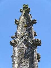 Eglise Saint-Patern - Extérieur de l'église Saint-Patern de Louvigné-de-Bais (35). Pyramidion du pinacle nord du chevet.
