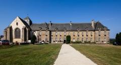 Ancienne abbaye - Français:  Façade de l'abbaye Notre-Dame de Paimpont (France).