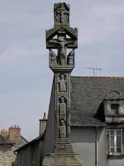 Croix de cimetière en pierre - Croix du cimetière de Pléchâtel (35).