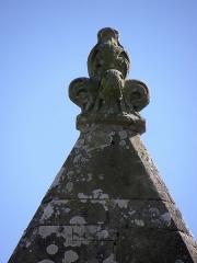 Eglise Saint-Crépin ou Saint-Crépinien - Français:   Façade nord de l\'église Saint-Crépin et Saint-Crépinien de Rannée (35). Fleuron au pignon de la 4ème chapelle.
