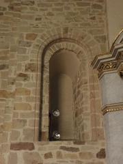 Eglise Saint-Crépin ou Saint-Crépinien - Fenêtre romane du choeur de l'église de Rannée (35).