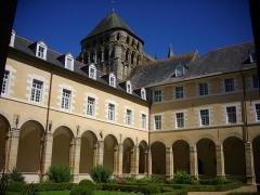 Ancienne abbaye Saint-Sauveur - Abbaye Saint-Sauveur (aujourd'hui lycée Saint-Sauveur) de Redon (Ille-et-Vilaine, France), cloître et abbatiale