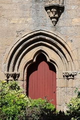 Eglise Saint-Sauveur (ancienne basilique) - Tour-clocher de l'abbatiale Saint-Sauveur de Redon (35). Porte d'accès.