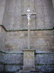 Eglise Saint-Sauveur (ancienne basilique) - Clocher isolé de l'église Saint-Sauveur de Redon (Ille-et-Vilaine, France), calvaire