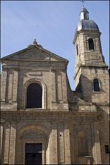 Basilique Saint-Sauveur - Français:   Façade et clocher de la basilique saint sauveur à Rennes